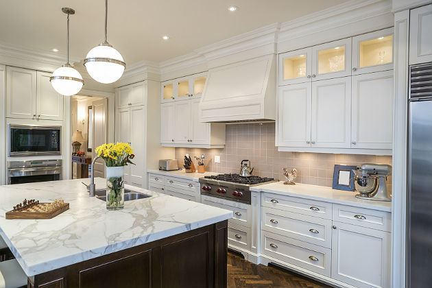 Multibrief modern traditional tops the list of 2015 for Latest trends in kitchens