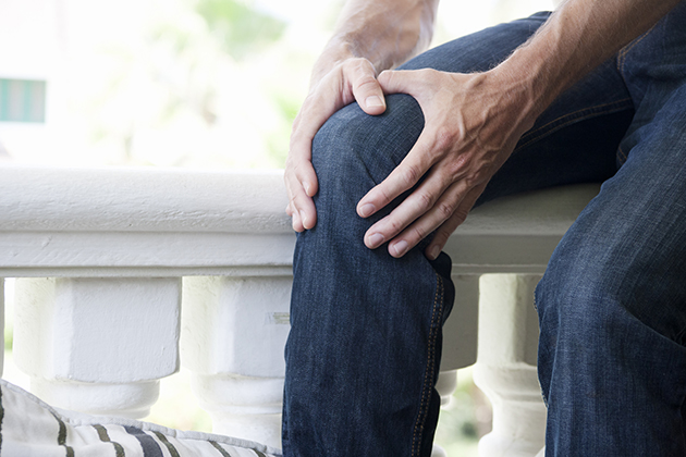Do you have recurring knee pain? Examine how you're standing