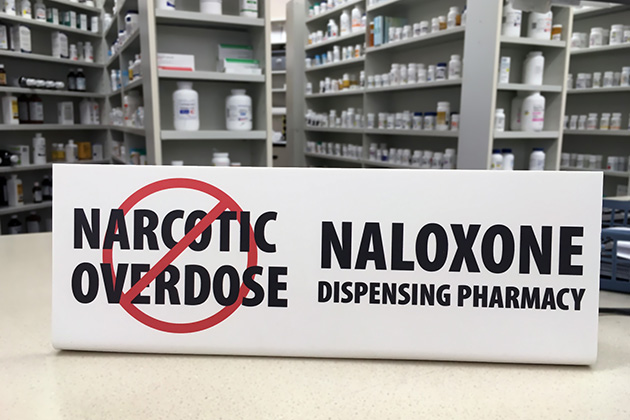 Can carrying naloxone help combat opioid overdose deaths?