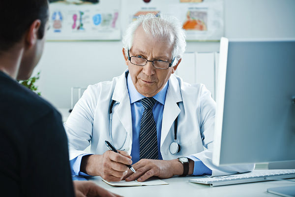 Should older doctors be required to use technology?