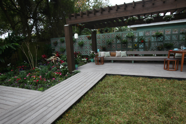 Create an amazing backyard by integrating a deck into landscaping