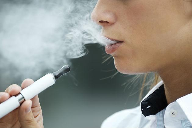 How do e-cigarettes affect oral health?