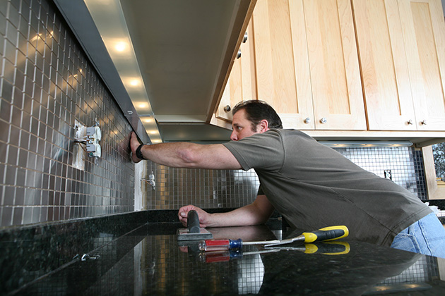 Remodelers ride a wave of consumer optimism